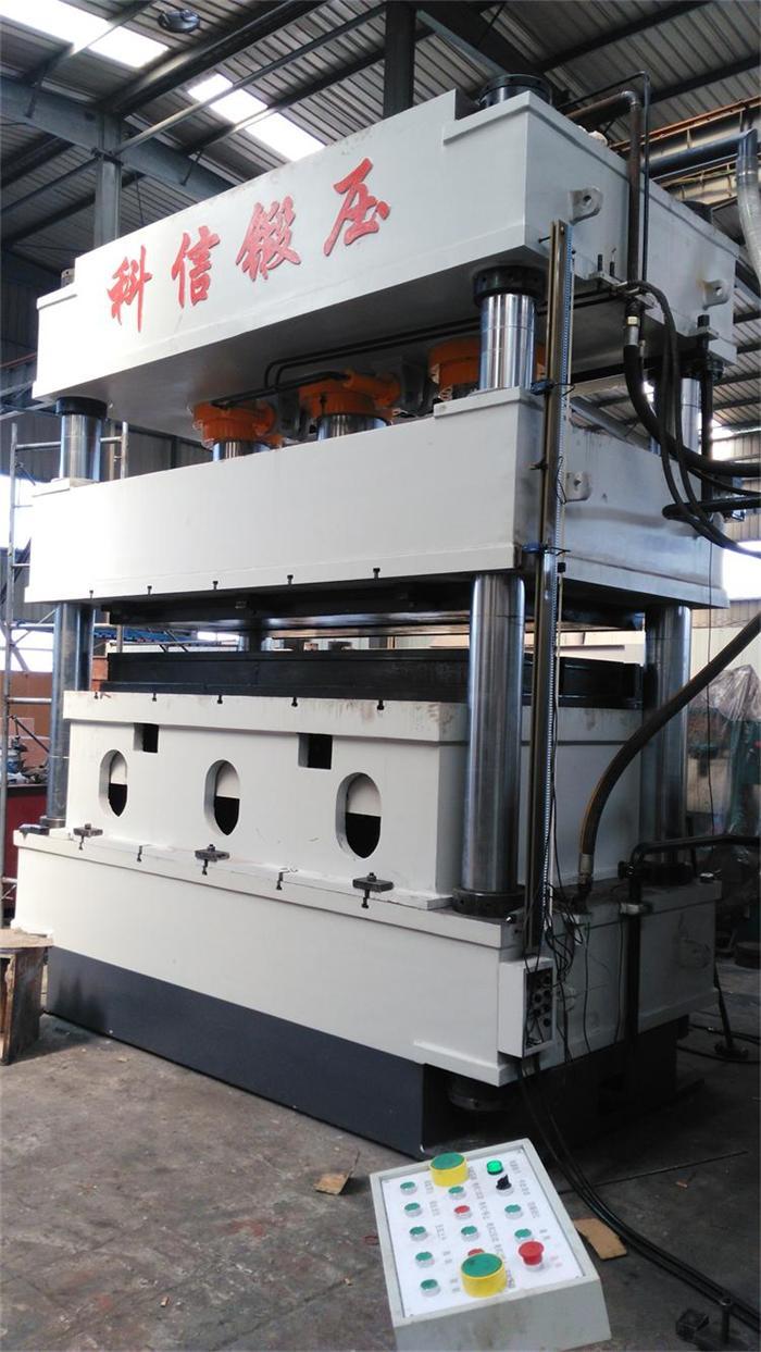 超大台面三梁四柱液压机(2700*1700mm)