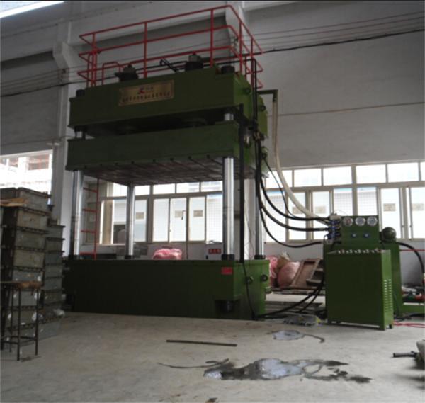 YL32-500吨大台面四柱液压机